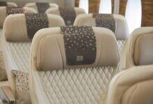 """صورة طيران الإمارات تعرض مقعد """"السياحية الممتازة"""" بسوق السفر العربي"""