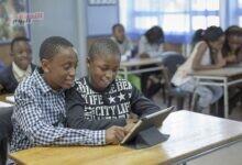 """صورة """"الإيكونومست"""": ربط المدارسبالإنترنتيساهم في نمو الناتج المحلي الإجمالي للدول الأضعف اتصالًا بنسبة 20%"""