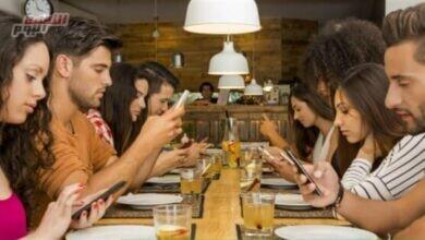 صورة استطلاع: 73% من البالغين لا يستطيعون قضاء يوم كامل بدون النظر في الشاشة