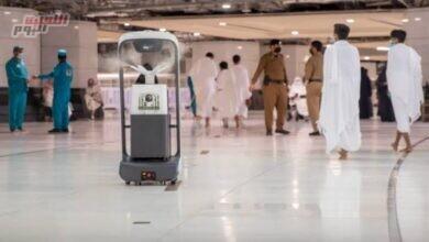 صورة روبوتات تعمل بـ6 مستويات لتعقيم جنبات المسجد الحرام ولتوزيع مياه زمزم